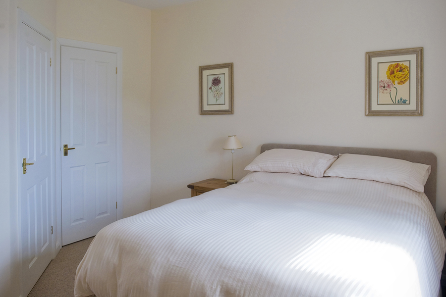 Walnut Tree Cottage Bedroom1
